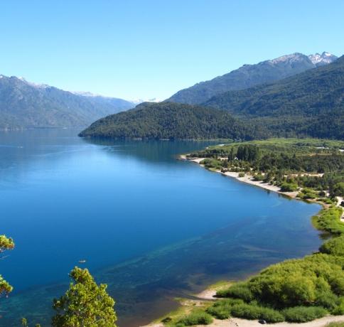 Puelo_Lake